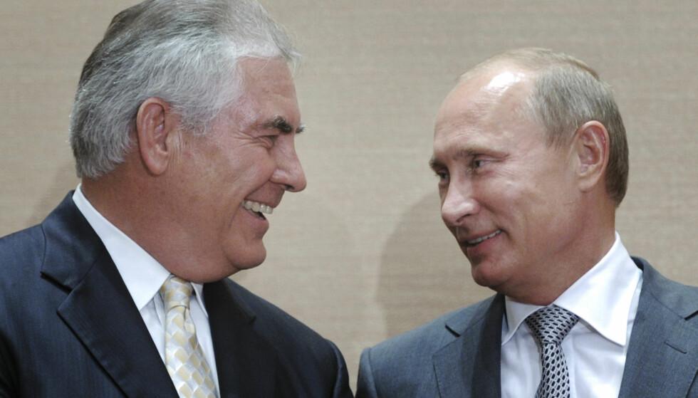 FORSTÅR HVERANDRE: USAs nye utenriksminister Rex Tillerson sammen med Russlands president Vladimir Putin fra et bilde tatt i 2011 i Sotsji. Foto: AP / RIA Novosti, Alexei Druzhinin / NTB / Scanpix