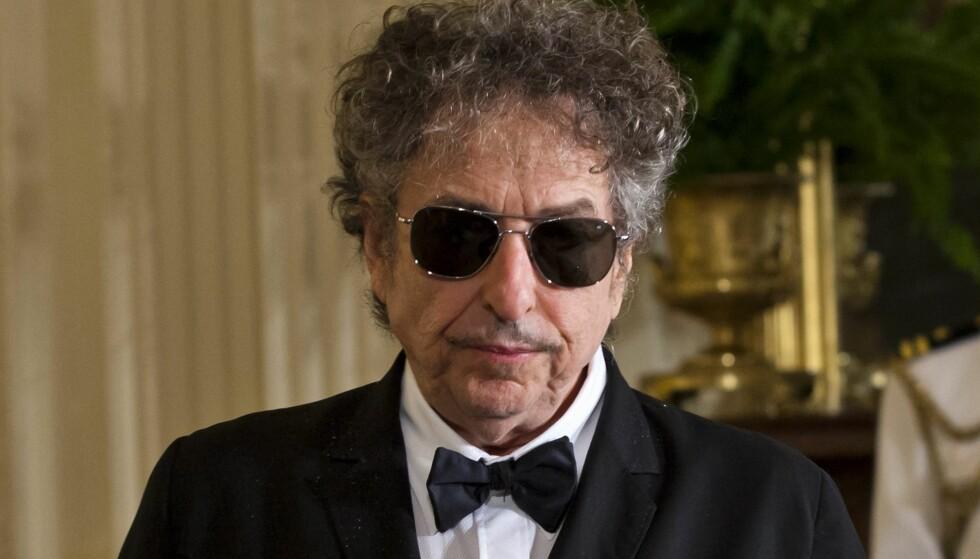 TALE ELLER IKKE TALE: Svenska Akademien påpeker på nytt at et av vilkårene for at Bob Dylan skal få utbetalt premiepengene sine, er at han er nødt til å holde en Nobel-tale innen 10. juni. Det ser likevel ikke ut til at denne talen er lagt inn i de nærmeste planene til artisten. Foto: NTB Scanpix.