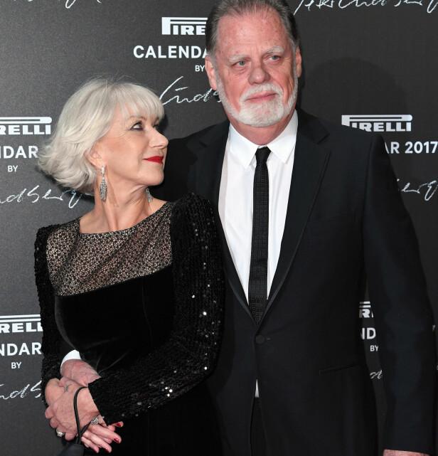 GODT GIFT: Helen Mirren og ektemannen Taylor Hackford på lanseringen av Pirelli-kalenderen i Paris i slutten av november. Foto: David Fisher/REX/Shutterstock/ NTB Scanpix