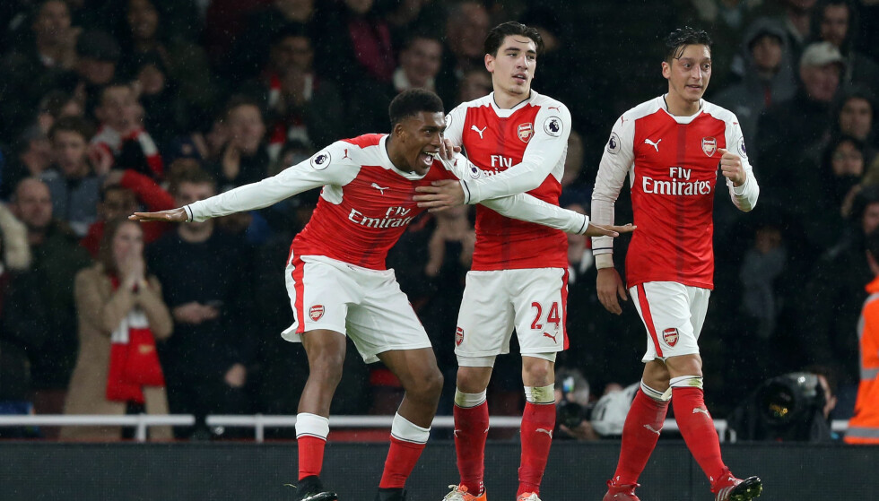 SPILTE NØKKELROLLER: Alex Iwobi og Mesut Özil satte inn hvert sitt mål, mens Hector Bellerin (i midten) var viktig i Arsenals offensive spill i seieren mot Stoke. Foto: Scanpix