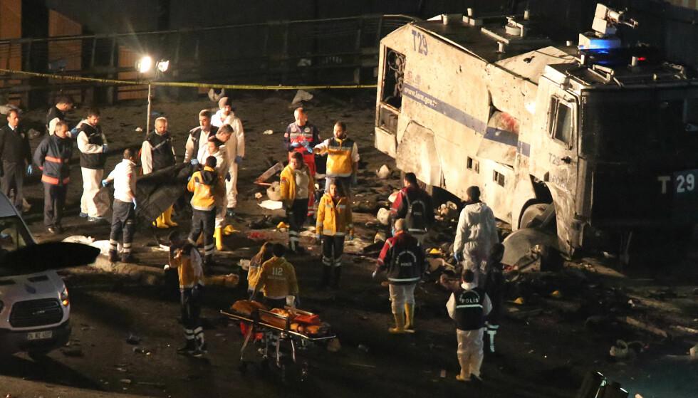 38 DREPT: Målet til terroristene var spesialpoliti som var på jobb i forbindelse med en fotballkamp mellom storlagene Besiktas og Bursaspor. Foto: Goktay Koraltan/Depo Photos/NTB Scanpix