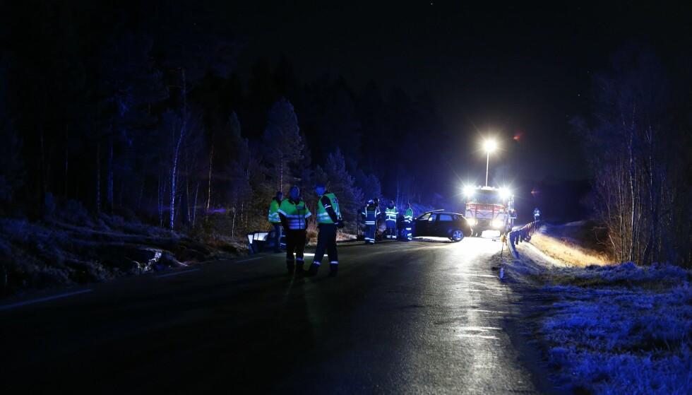 ULYKKE: To personer er sendt til sykehus etter en frontkollisjon ved Taftasundet utenfor Ålesund. En kvinne i 20-årene omkom. Foto: Svein Ove Ekornesvåg / NTB scanpix