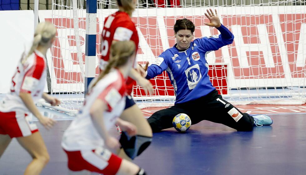 GOD: Kari Aalvik Grimsbø spilte en god 1. omgang - men fikk ikke spille etter pause mot Danmark.. Foto: Bjørn Langsem / Dagbladet