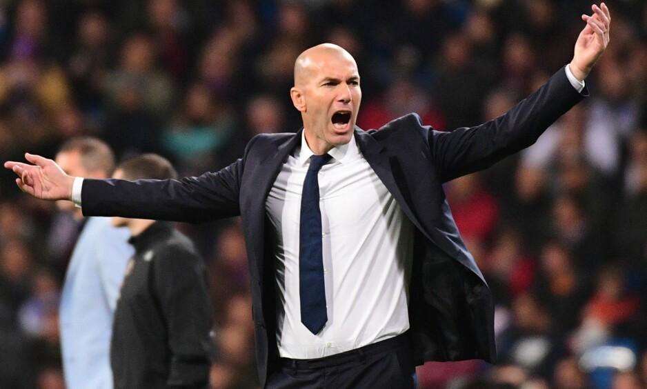 REKORDTRENER: Zinedine Zidane under kampen mellom Real Madrid og Deportivo i helgen. Foto: AFP PHOTO / PIERRE-PHILIPPE MARCOU