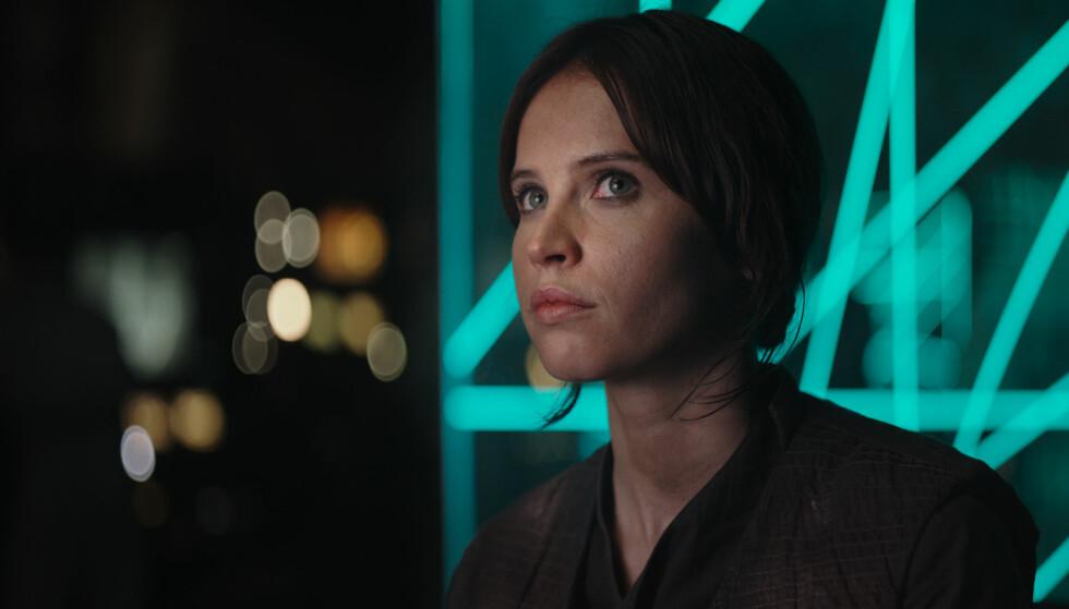 FULLE AV LOVORD: Fansen ser ut til å elske den nye filmen «Star Wars: Rogue One». Filmen har premiere i Norge 13. desember. FOTO: Filmweb