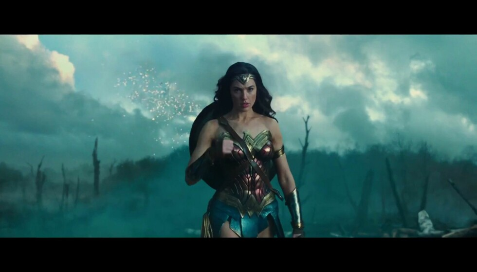 SUPERHELT: Wonder Woman, her spilt av Gal Gadot, får ikke være FN-ambassadør for likestilling likevel. Superhelten er for barmfager og bruker for tettsittende klær, ifølge protestkampanje. Foto: XPOSURE PHOTOS