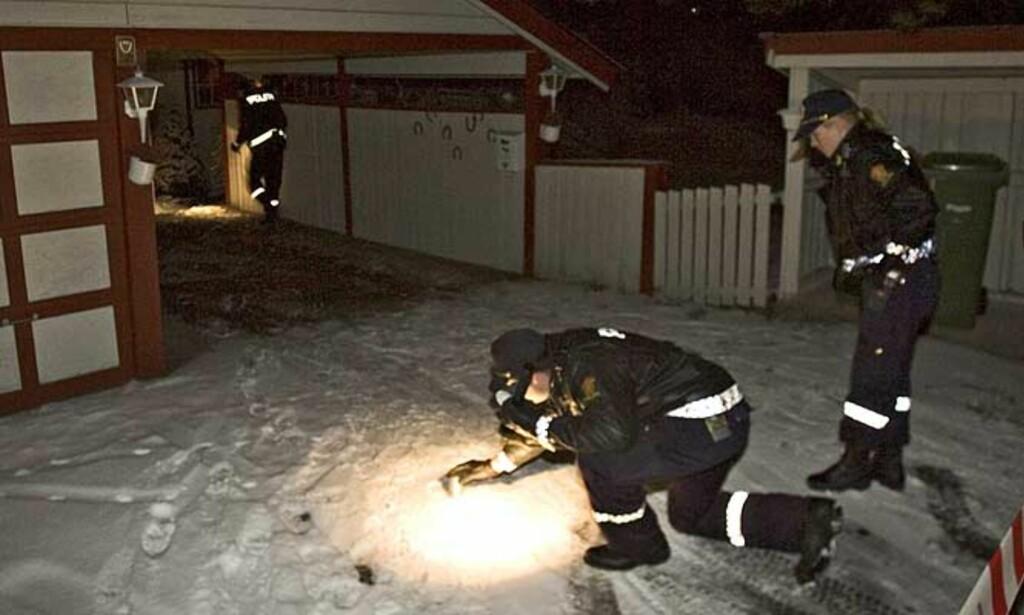 FUNNET DREPT: En av Lilleøens døtre fant moren drept i lærinnens hjem i boligområdet Styrilia i Eidsvoll i 15-tida lørdag ettermiddag. 25-åringen framstilles for varetektsfengsling i dag. I går ville han ikke snakke med politiet. Foto: Bjørn Langsem