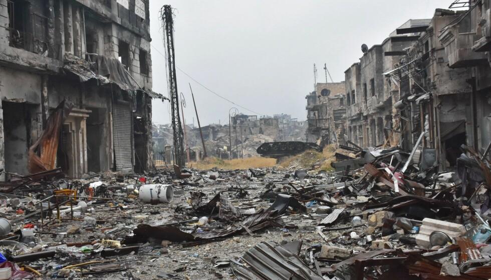 SMADRET: Halvparten av Aleppos innbyggere har flyktet. De som er igjen er fanget i et krigshelvete. Foto: AFP PHOTO / George OURFALIAN