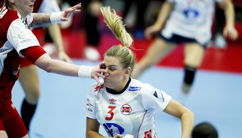 BANENS BESTE: Emilie Hegh Arntzen ble kåret til banens beste etter seieren mot Ungarn. Foto: Bjørn Langsem / DAGBLADET