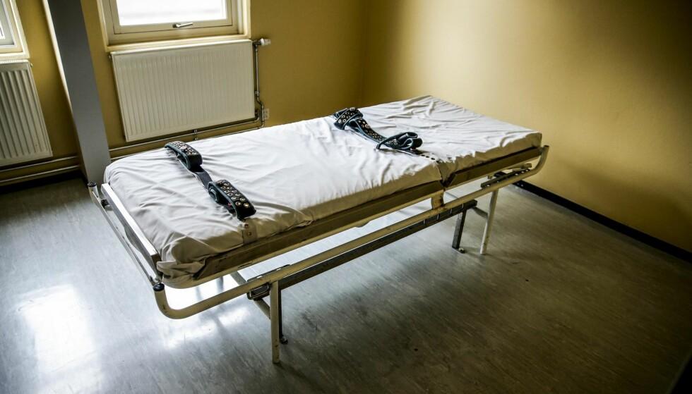 OMSTRIDT TVANG: Å bruke tvang er vanskelig for både pasienten, pårørende og helsepersonell. Kvalitetssikret tvangsbruk må være målet, skriver artikkelforfatterne. Foto: Stein J Bjørge / Aftenposten / NTB Scanpix