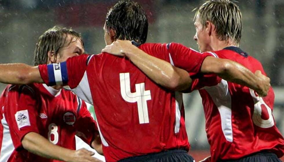 KAPTEINEN TILBAKE? Claus Lundekvam tror han kan spille for Norge i de to playoffkampene 12. og 16. november. Foto: Scanpix