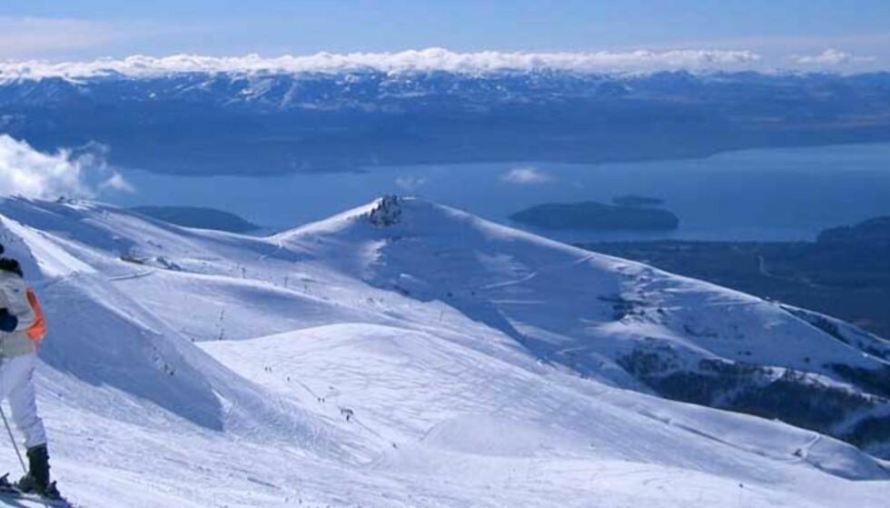 DRØMMEREISE:  Bariloche og ski-senteret Cerro Catedral har en nydelig utsikt over den enorme innsjøen Nahuel Huapi.