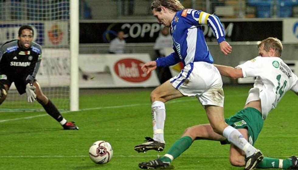 NESTEN:  Daniel Berg Hestad hadde en stor mulighet til å avgjøre, men Ham-Kam-keeper Eddie Gustafsson avklarte.