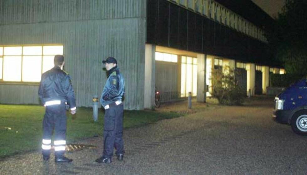 RETTSLOKALET: De fire muslimske mennene ble torsdag kveld framstilt for varetektfengsling i Glostrup utenfor København. Foto: AP/Gert Jensen
