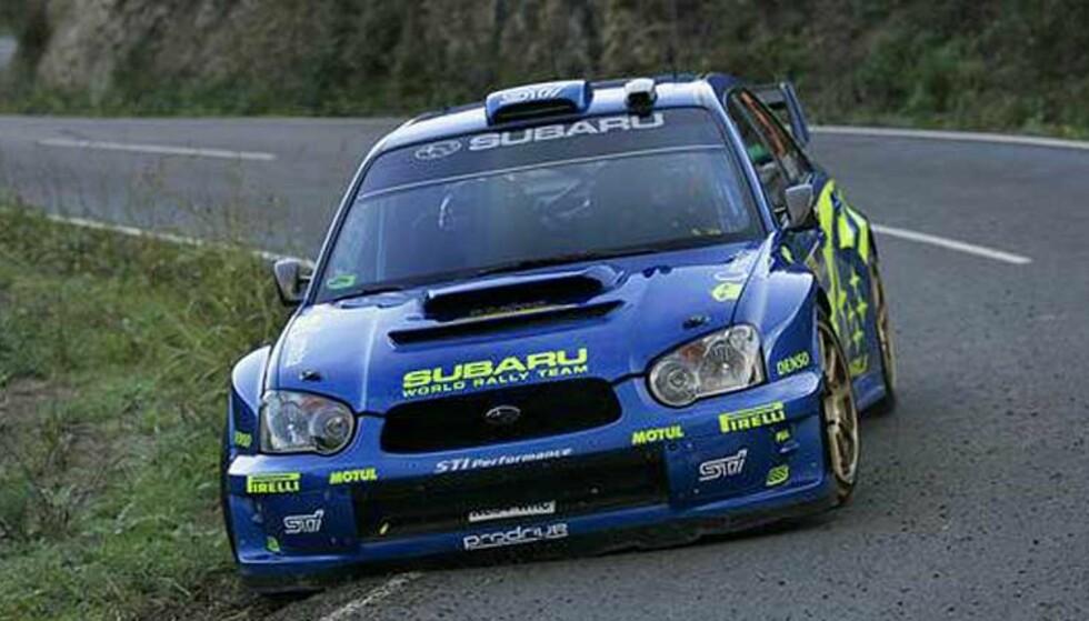 HJUL ØDELAGT: Ifølge wrc-radio har Solberg ødelagt hjulene både foran og bak på høyresida av sin Subaru. Her fra shakedown i Spania. Foto: Subaru