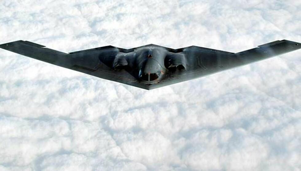 AVANSERT FLY: Bombeflyet B-2 kan nå mål i hele verden, tar 20 tonn med bomber, og synes ikke på radar. Foto: SCANPIX