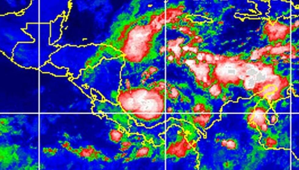 PÅ VEI INN: Satellittbilde som viser Beta utenfor kysten av Nicaragua, på vei inn mot land. Foto: Scanpix