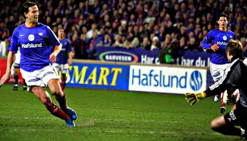 ALENE MED KEEPER: Morten Berre sier at han ikke tenker på missen etter 90 minutter mot Stabæk i fjor. Foto: TORE BERGSAKER