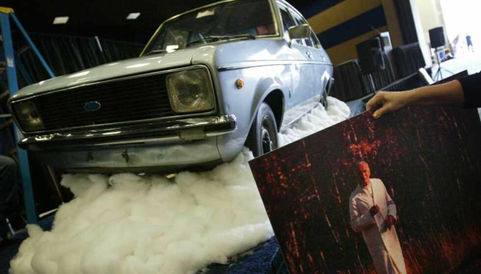 SOLGT: Avdøde Pave Johannes Paul IIs gamle Ford Sierra er solgt på auksjon for 4,5 millioner kroner. Foto: AP Photo/Isaac Brekken