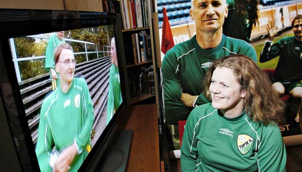 FAN:  Ingrid Sande Larsen har fått med seg de fleste av Tufte ILs krumspring på og utenfor fotballbanen. Foto: Truls Brekke