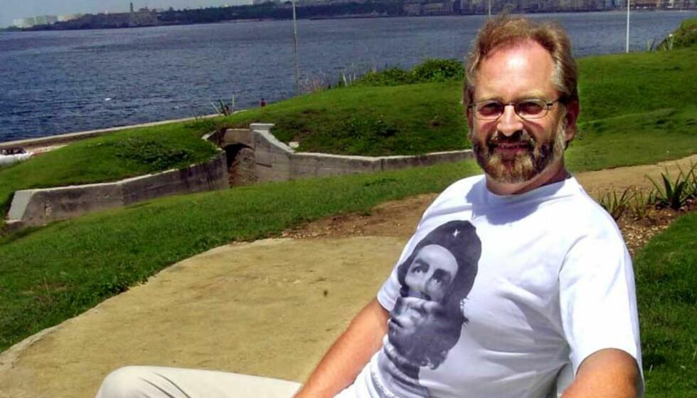 TERRORIST? Dette bildet av Fredrikstads kinosjef Olav Kjeldsen på historisk grunn i Havana bekymrer kommunestyrerepresentant. FOTO: Trond Thorvaldsen, Fredriksstad Blad