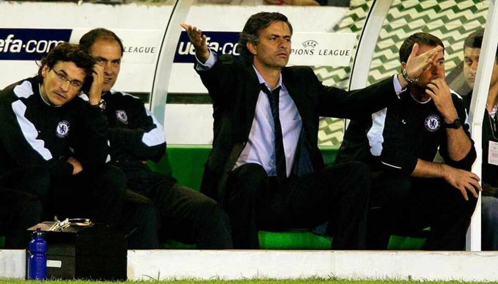 HAR MAPPE I TILFELLE SØKSMÅL: Jose Mourinho advarer Arsene Wenger mot å yppe seg. Foto. Scanpix/Reuters