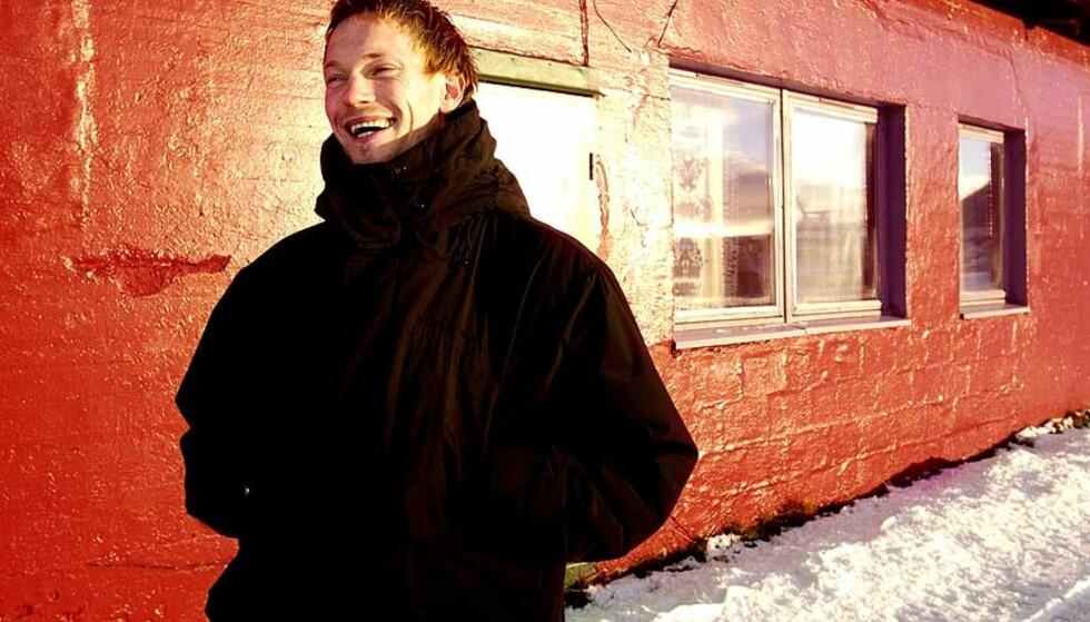 ENGASJERER SEG:  I fjor vinter åpnet Varmestua for Tromsøs rusmisbrukere. Ole Martin Årst er selv innom så ofte som mulig. -  Det gir sikkert meg mye mer enn det gir dem. Å dra ned dit etter en kamp er alltid god terapi, alle er støttende og positive uansett hvordan kampen har gått, sier han. Foto: Ingun A. Mæhlum