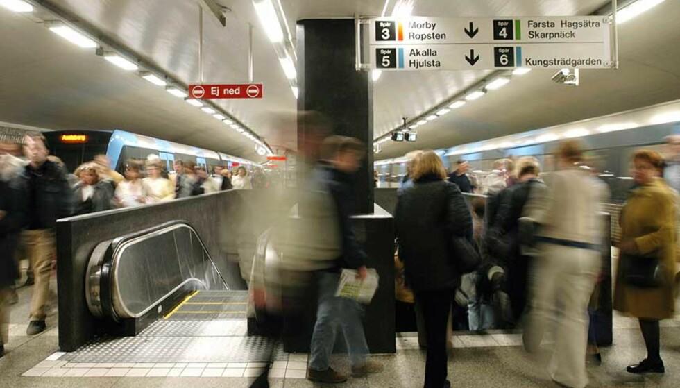 ÅSTEDET:  I denne rulletrappa på T- Centranlen i Stockholm, fotograferte mannen kvinnene. Foto: Expressen