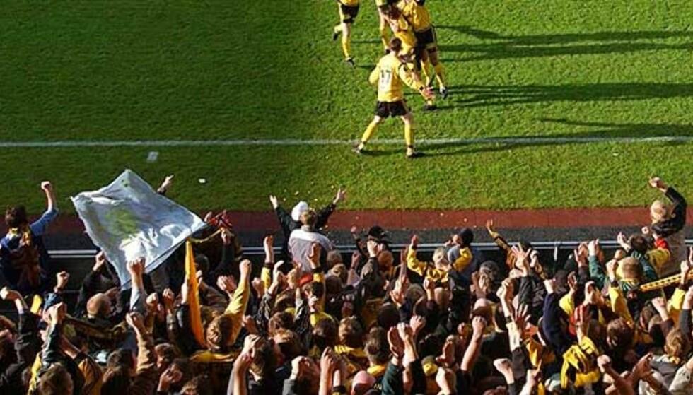 STOR FEST I LILLESTRØM: Seiersfesten etter cupfinalen er planlagt i minste detalj fra Kanari-fansen. Foto: Scanpix