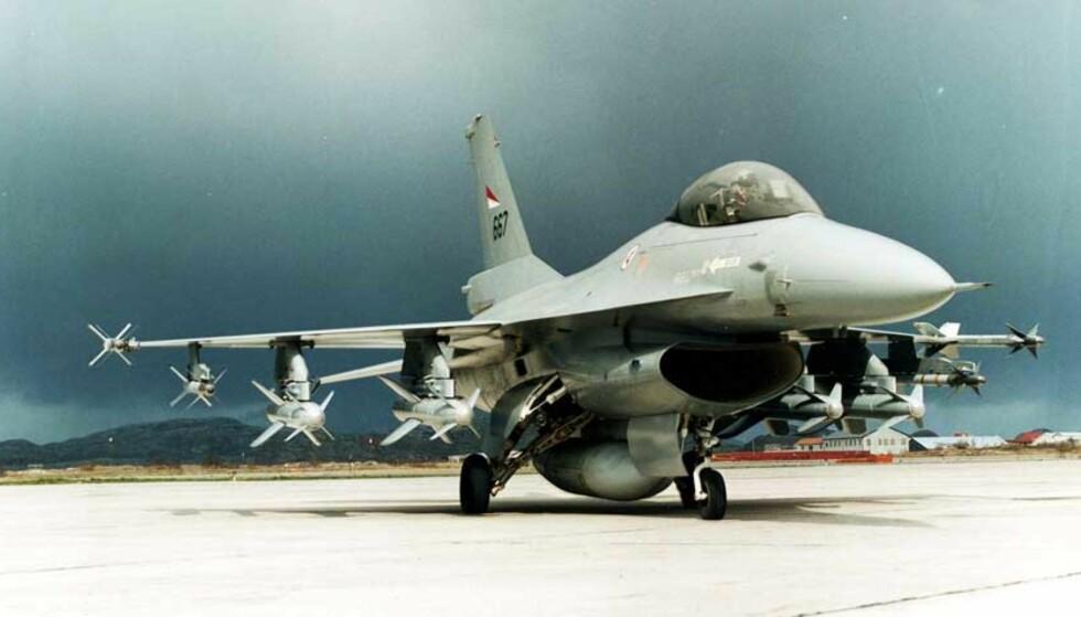 F-16:  Jagerfly til Afghanistan skaper hodebry. Foto: Scanpix