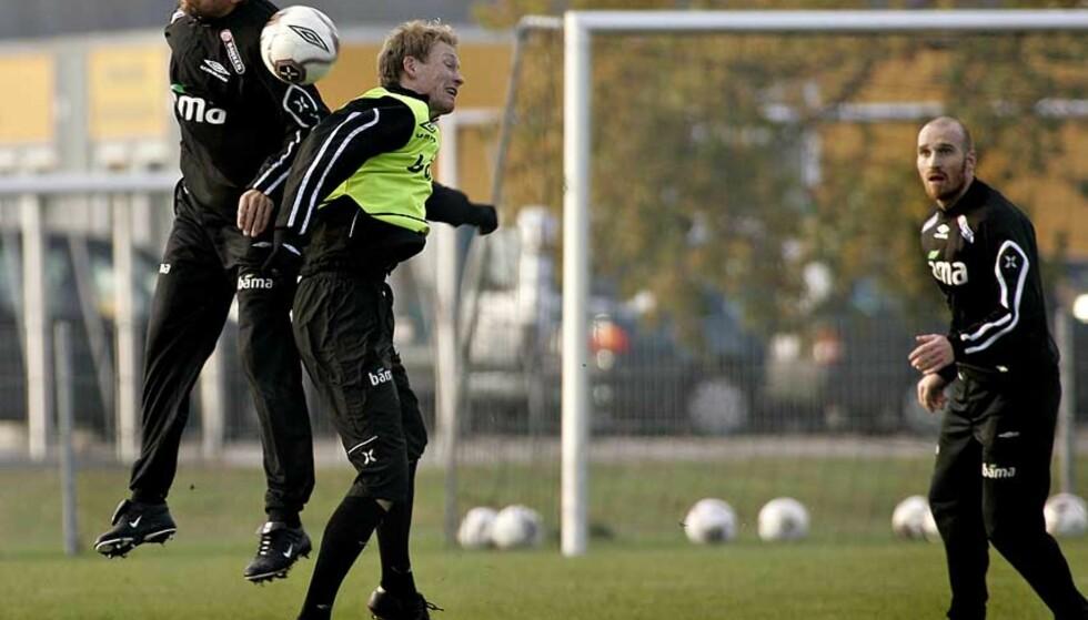 FRYKTER ULLEVAAL: André Bergdølmo og Ole Martin Årst i duell. Foto: Ole C.H. Thomassen