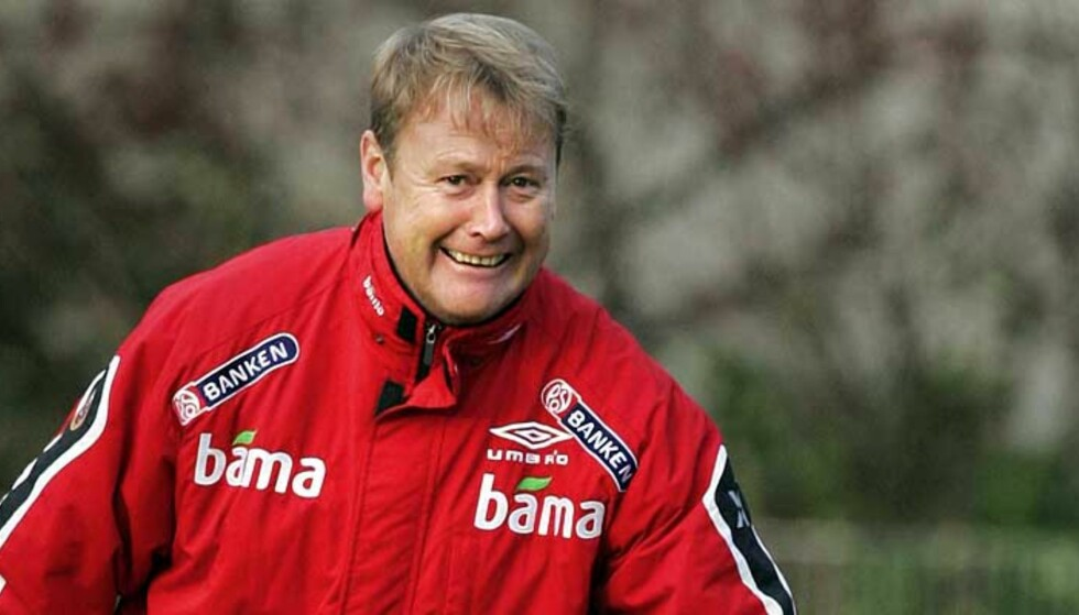 SIKKER I SIN SAK: Landslagssjefen er sikker på at Jan Gunnar Solli er riktig mann fra start i playoff-kampen mot Tsjekkia. Foto: SCANPIX