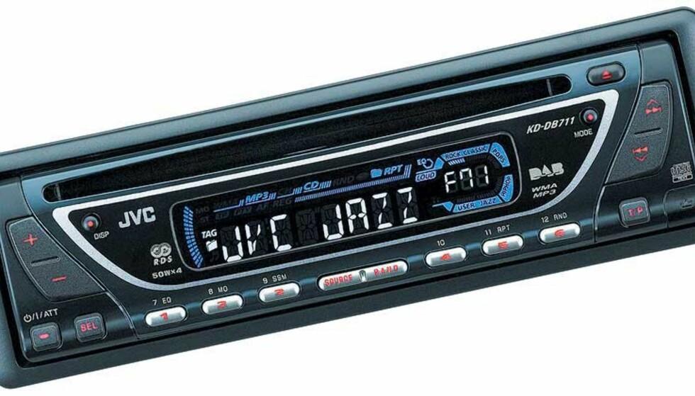 DAB-RADIO TIL FOLKET: Arbeidsgruppen for digital radio vil slukke FM-båndet i 2014. Denne DAB-modellen fra JVC tar også inn FM-sendinger dersom du skulle forville deg ut et sted uten dekning for DAB.