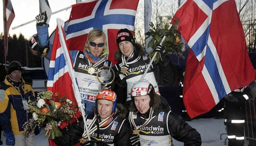 VINNERLAGET: Bjørn Einar Romøren, Lars Bystøl (f.v. bak), Roar Ljøkelsøy og Tommy Ingebrigtsen (f.v. foran). Foto: CORNELIUS POPPE/SCANPIX