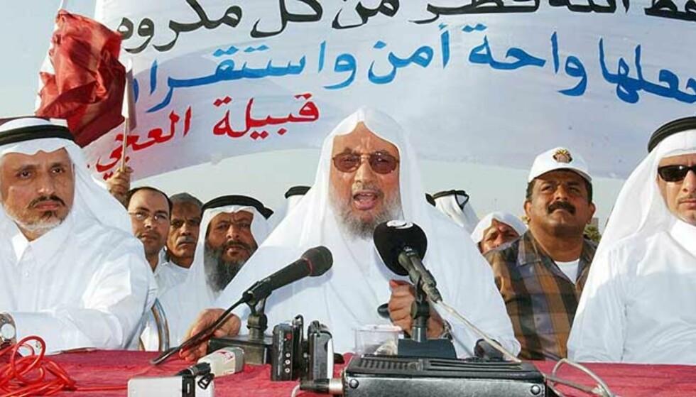 VIL BOIKOTTE DANMARK OG NORGE: Imam Yosuf al-Qardawi (i midten) og hans sammenslutning av muslimske lærde. Bildet er fra mars 2005. Foto: EPA/Scanpix