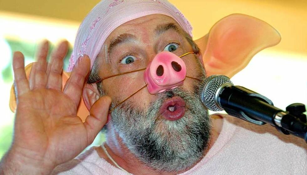 BARE EN BOKSTAV FEIL: Denne deltakeren i en fransk grisehylkonkurranse heter i virkeligheten Jacques Marrot. Han er bilmekaniker, og det dreier seg altså ikke om EU-kommisær Jacques Barrot eller profetharselas. AP Photo/ Bob Edme