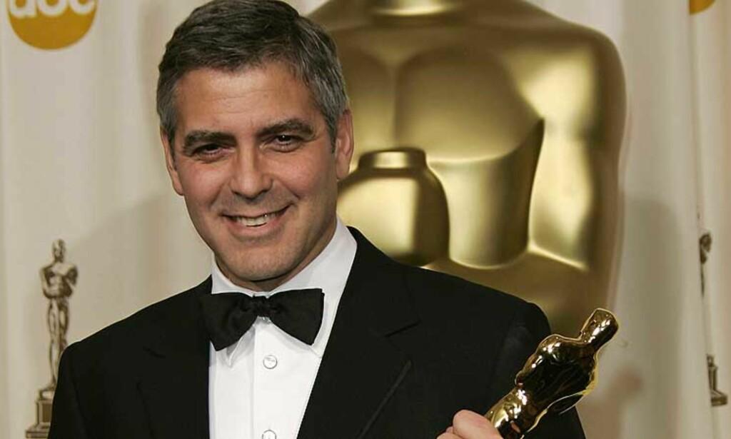 POLITISK TAKKETALE: Da George Clooney fikk prisen for beste mannlige birolle, holdt han en politisk takketale under Oscar-utdelingen. Foto: Scanpix