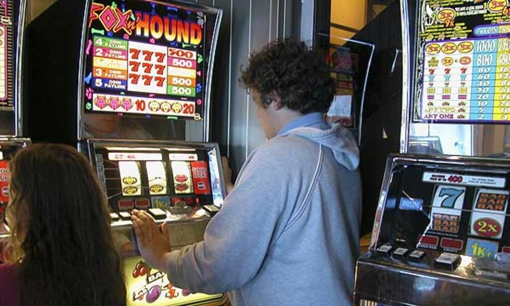 DER PENGENE ER  Spilleautomater robber folk, og tyver robber automater. Hver femte spilleautomat her i landet blir brutt opp og robbet. Illustrasjonsfoto: Scanpix.