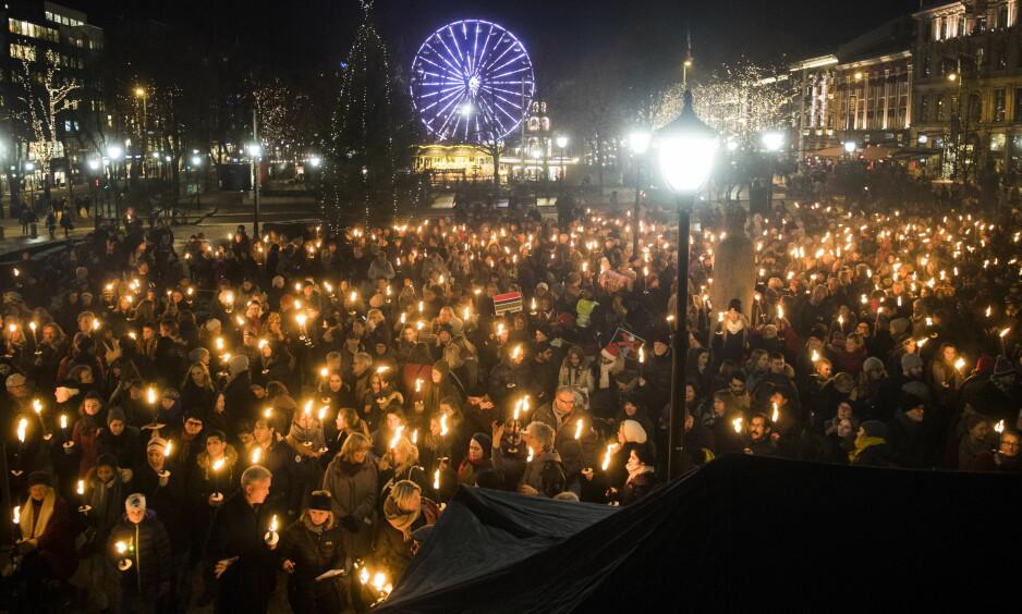 FORAN STORTINGET: i Oslo møtte mellom 3000 og 4000 demonstranter opp og marsjerte til Stortinget. Foto: Jon Olav Nesvold / NTB Scanpix
