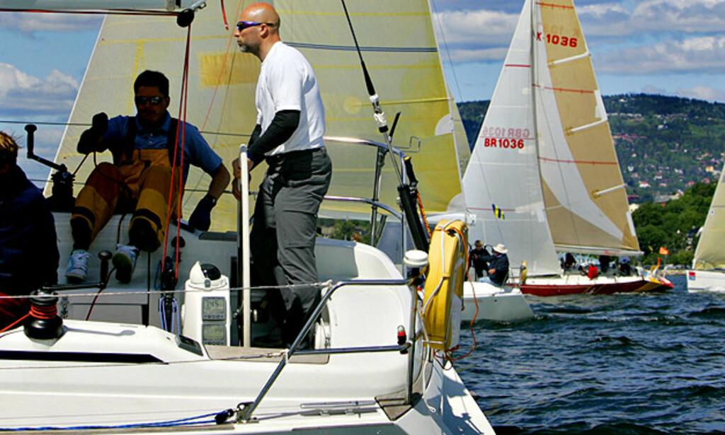 SKIPPER KJUS: Lasse Kjus har vært interessert i seiling lenge. Her styrer han skuta fra Færderseilasen.