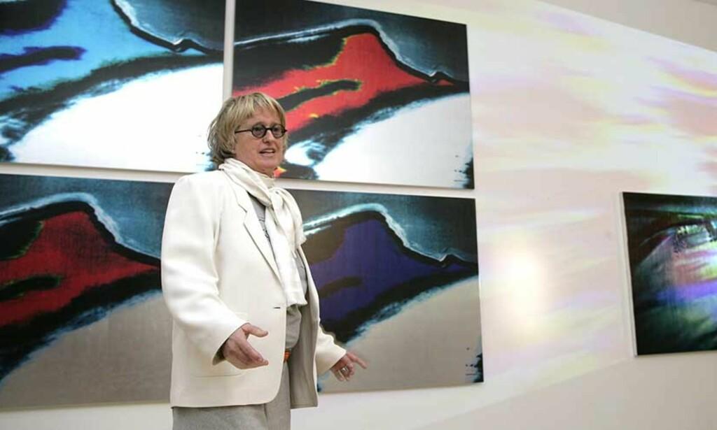 """KANONSALG: Norsk kunst selger som aldri før. Her er kunstneren Marianne Heske avbildet under pressevisningen av utstillingen «A Doll\'s House"""" på Nasjonalmuseet. FOTO: SCANPIX"""