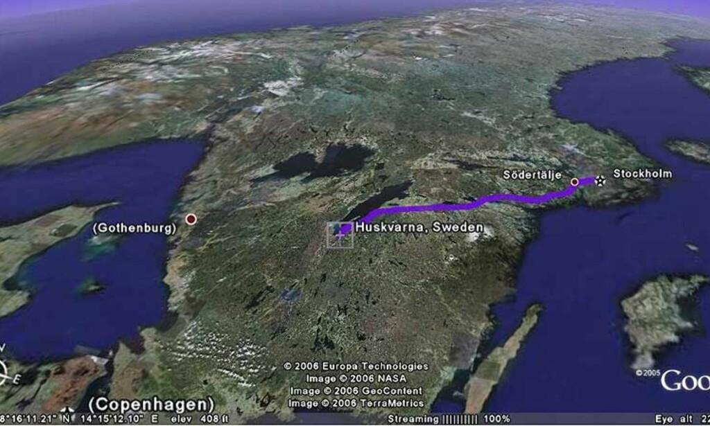 ROADTRIP MED KIDNAPPERNE: Fra Huskvarna til Stockholm er det over 300 kilometer. De tre kidnapperne kapret bilen i Huskvarna og truet til seg skyss med en pistol. BILDE: GOOGLE EARTH