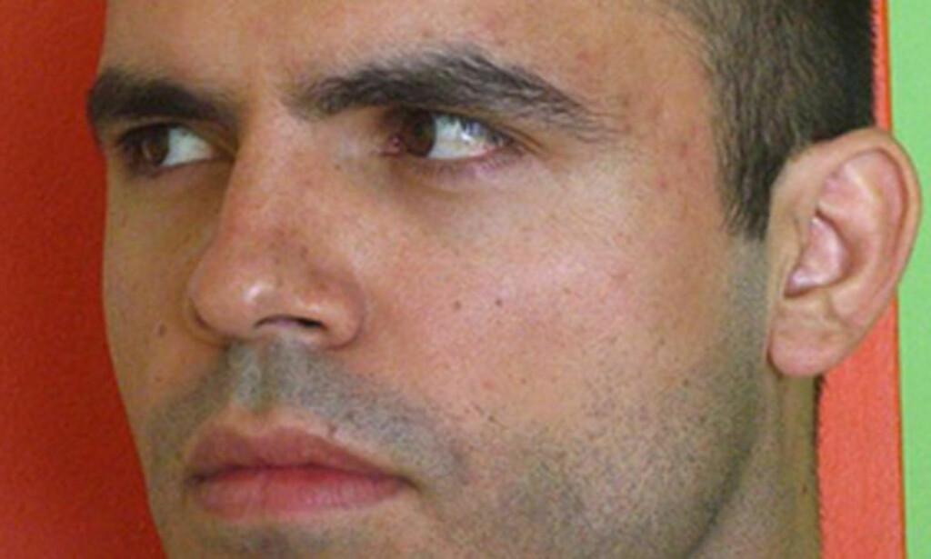 GUDFAR: 31-årige Hossein Derakhshan er en ivrig blogger, og den som har laget et system som gjør at det er enkelt for andre iranere å opprette egen blogg. Han omtales som bloggens Gudfar i Iran. Foto: Privat