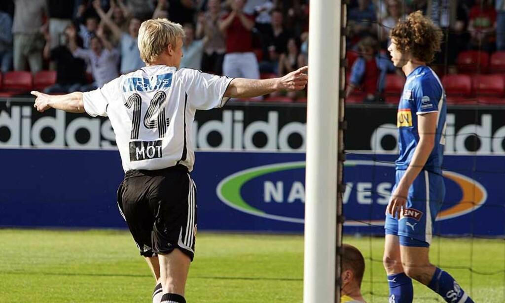 SCORET TO: Steffen Iversen scoret sine første spillemål på en evighet og var delaktig i RBKs 3-1-seier mot Sandefjord. Du avgjør om han fortjener en plass på rundens lag. Foto: SCANPIX