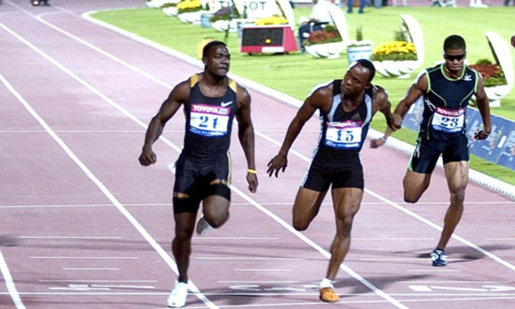HER VINNER GATLIN: Justin Gatlin (nummer to fra venstre) var førstemann over målstreken, på ei tid ingen andre har løpt på før. Foto: AP