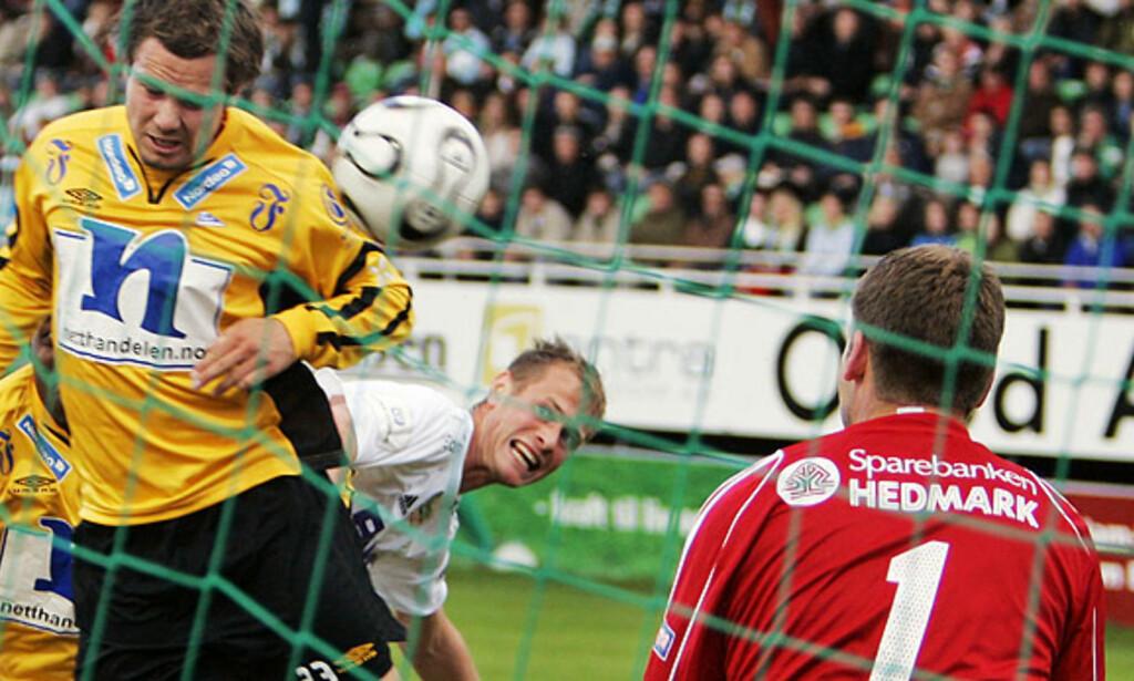 SCORET I HELGA: Her header Kristofer Hæstad inn et mål mot HamKam. Kampen endte 2-2. Foto: TORBJØRN GRØNNING