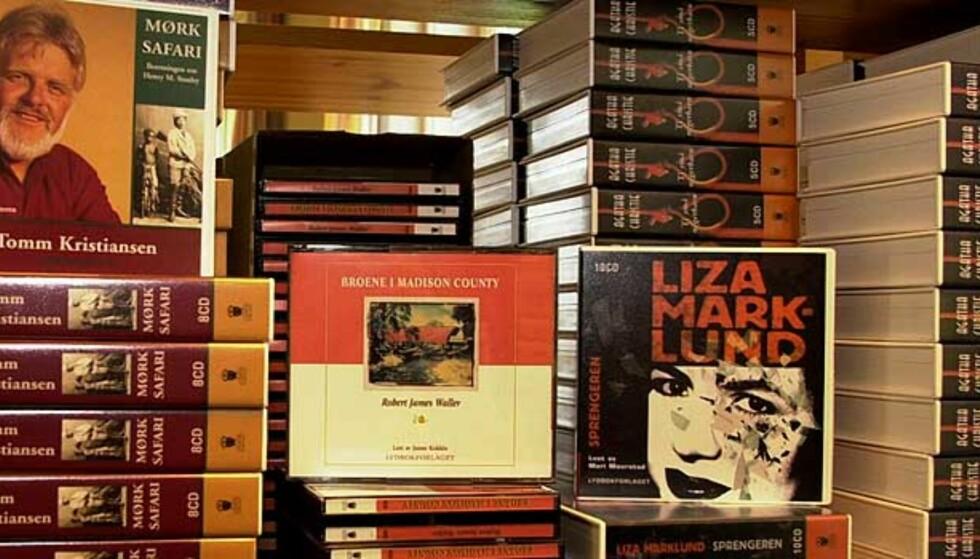 IKKE LENGER I HYLLE: Lydbøker skal ikke lenger være i hylle, men på nett. Og bransjen lover billige lydbøker for å tiltrekke seg de unge. Foto: Ned Alley/Dagbladet