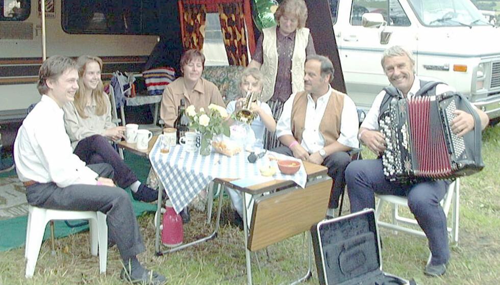 ALDRI EN SOMMER UTEN:  Det sa denne gjengen fra Måløy, Svelgen og Åsane i 1998. Neste sommer blir det verre, med mindre de kjøper Titano-festivaklen selv. Arkivfoto: Geir Magnusson, Scanpix.