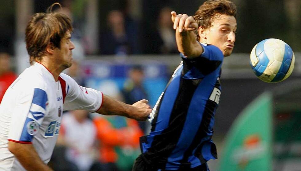 KJEKLING: Andrea Sottil (t.v) har ikke mye godt å si om Zlatan, som også ble beskyldt for spytting etter kampen i går. Foto: Scanpix/Epa