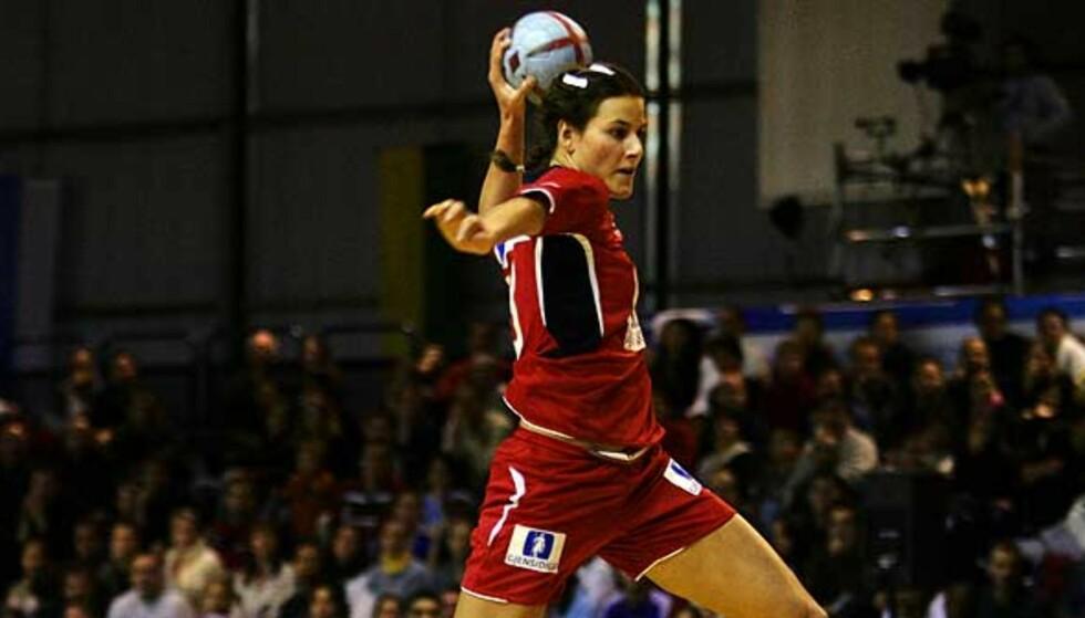 STORSCORER: Linn-Kristin Riegelhuth gikk glipp av VM i fjor, men er nå skadefri og i storform. Så langt denne sesongen har hun scoret 88 mål på åtte eliteseriekamper. Foto: SCANPIX
